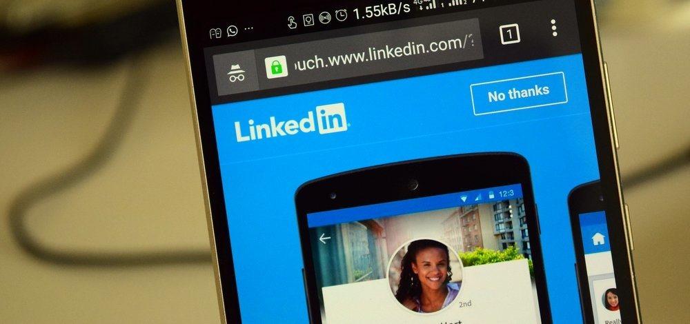 5 idei utile pentru a-ți optimiza profilul de LinkedIn și a primi mai multe oferte de angajare